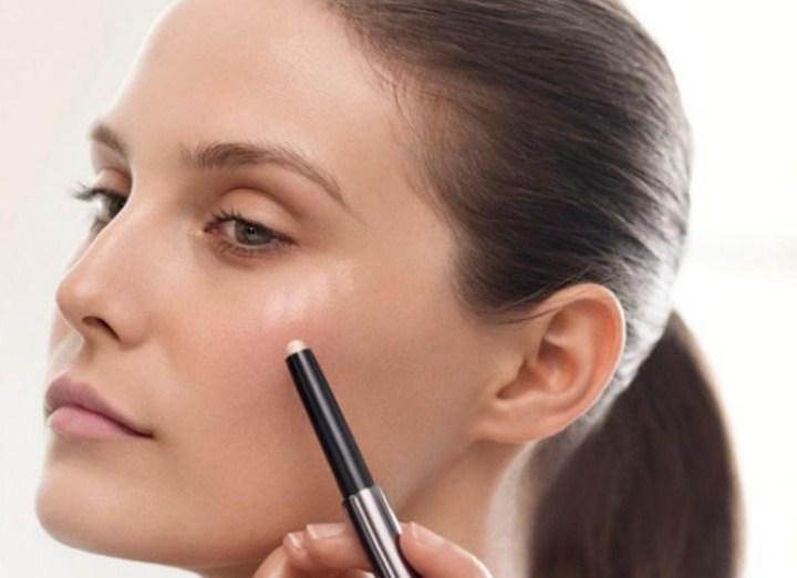 iluminador facial maquiagem como usar corretamente