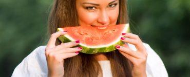 será que comer melancia engorda?